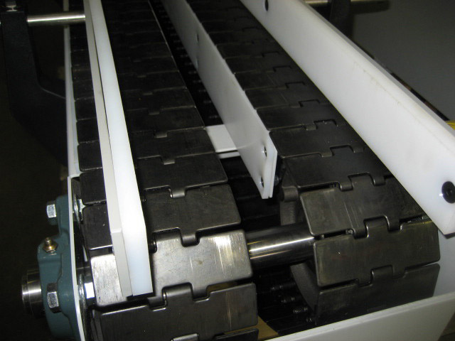 conveyor belt with dividers
